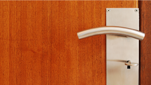Zoom of doornob on door